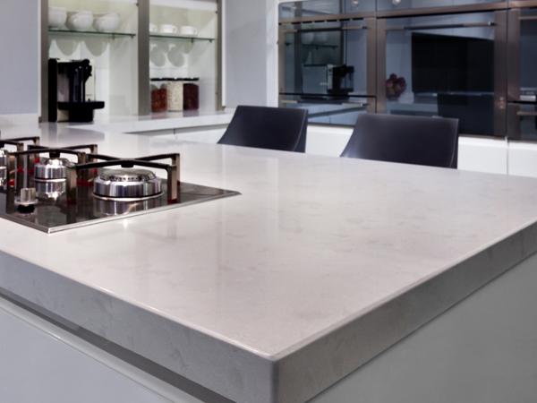 Piani cucina come scegliere i materiali del top mobili - Top cucina in quarzo ...